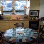 La cuisine et sa vue sur mer